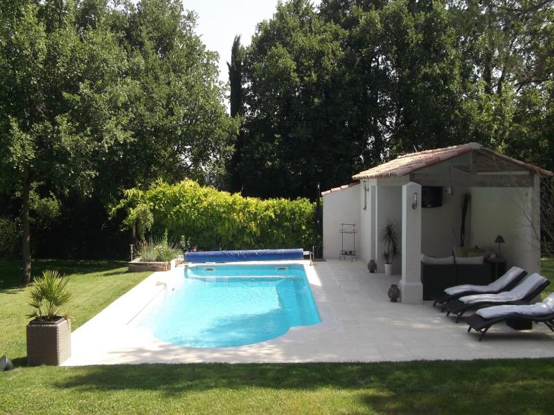 Villa saint canadet location de vacances en luberon for Piscine puy sainte reparade