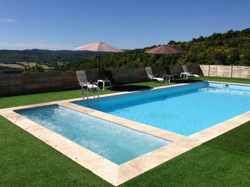 Location saranda location de vacances en luberon for Piscine les 2 alpes