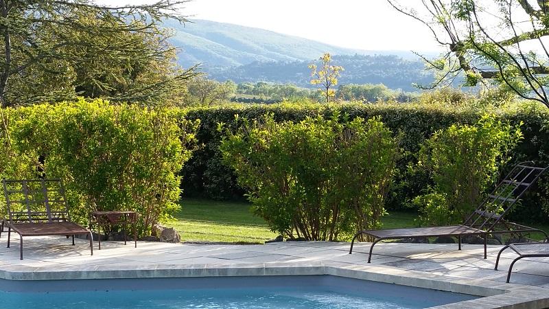 Au pied du luberon location de vacances en luberon - Location luberon piscine ...